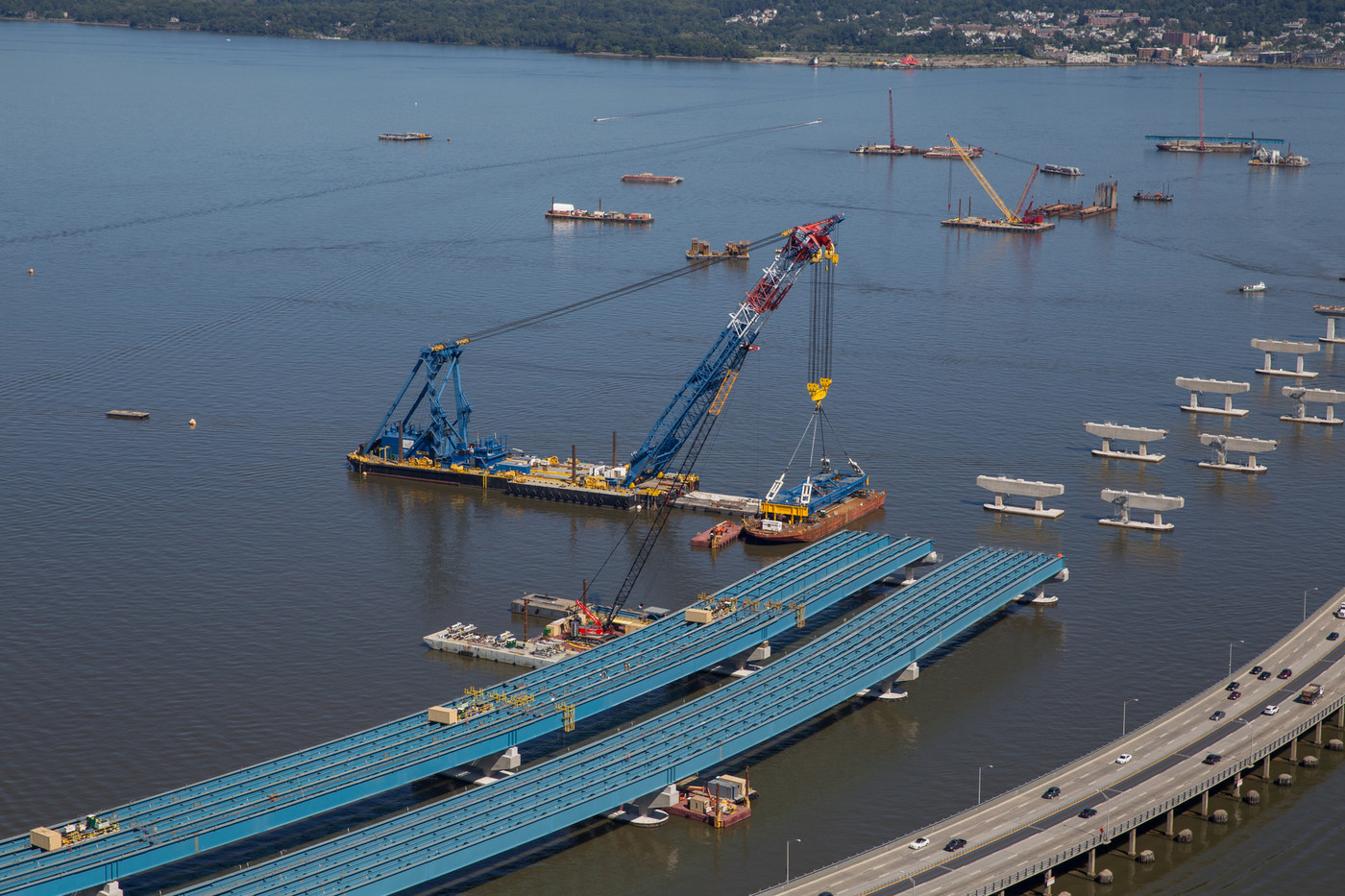 The I Lift NY super crane continues to install enormous girder assemblies weighing up to 1,100 tons.