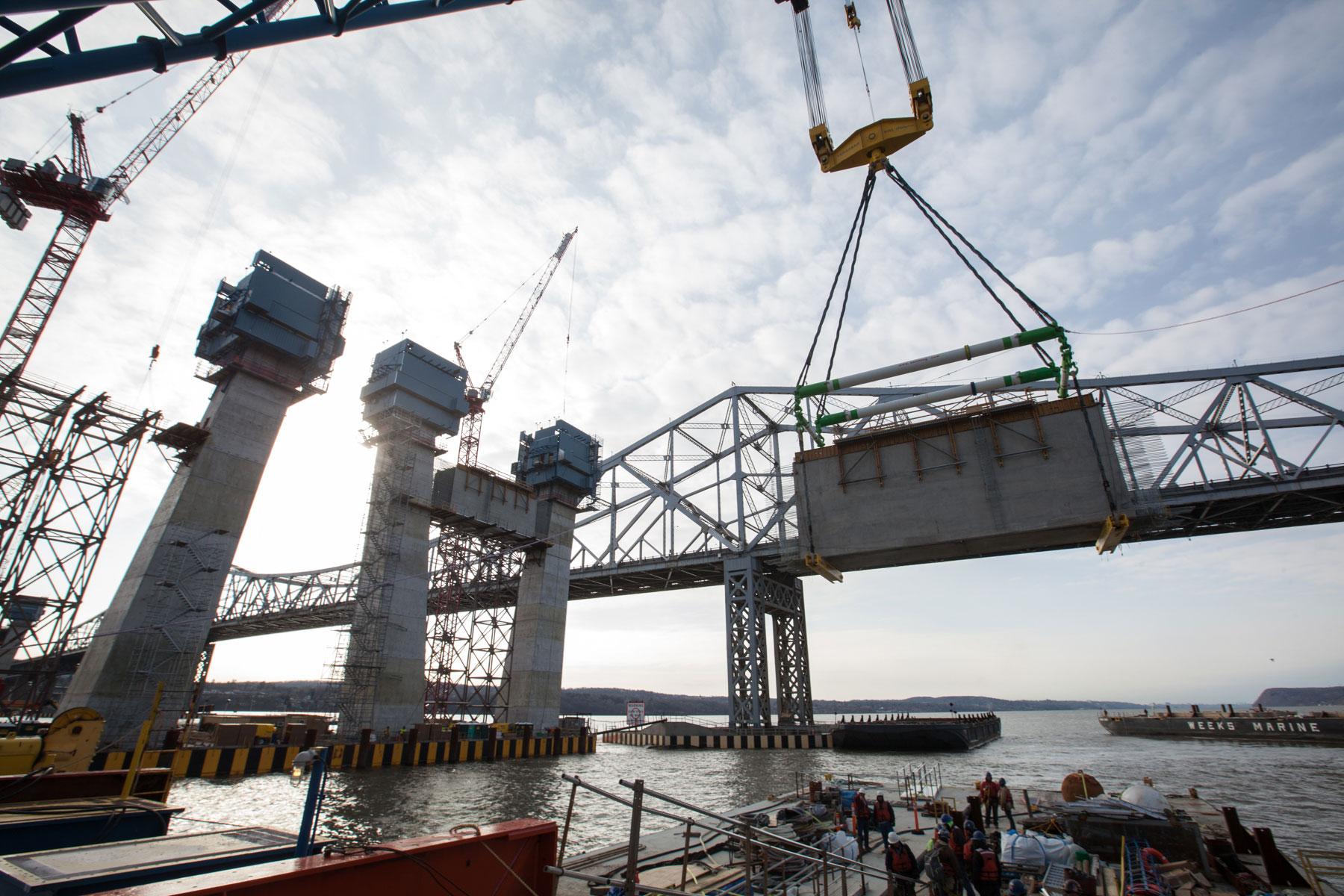 I Lift NY raises the project's final 750-ton crossbeam.